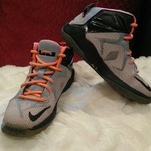the best attitude 20f76 761b9 LeBron James tennis shoes size 12